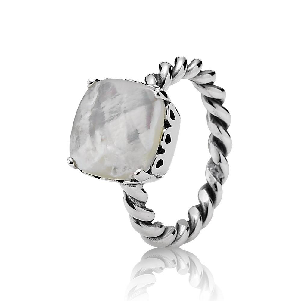 טבעת כסף במרכז אם הפנינה (לבן)