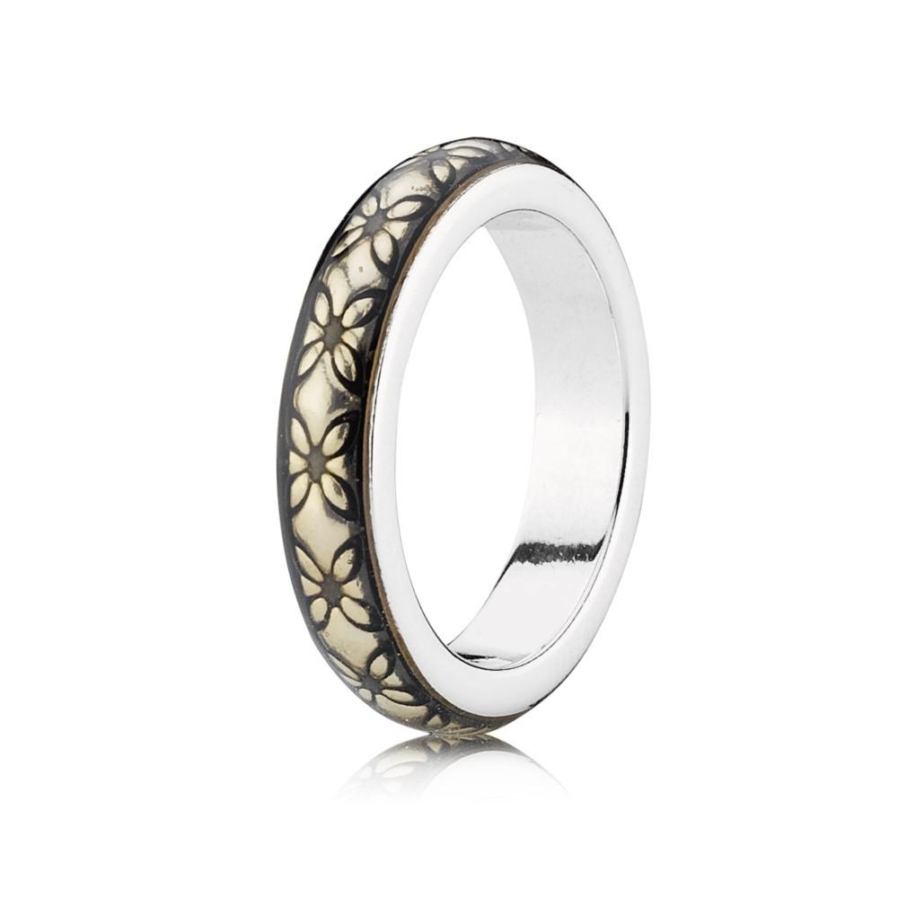 טבעת כסף עם אמייל מוזהב וחריטת פרפרים