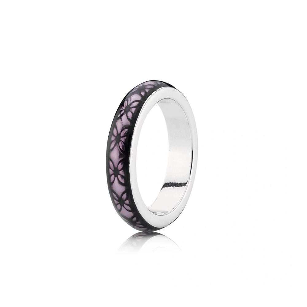 טבעת כסף עם אמייל סגול וחריטת פרפרים