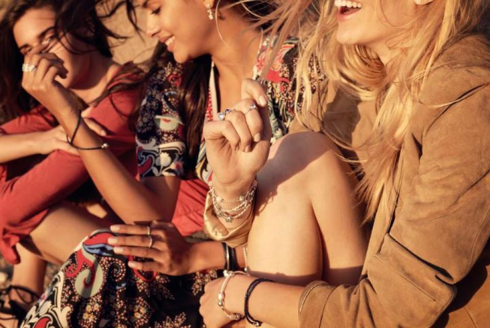 תכשיטי חברות: צמידים, עגילים, שרשראות ותליונים