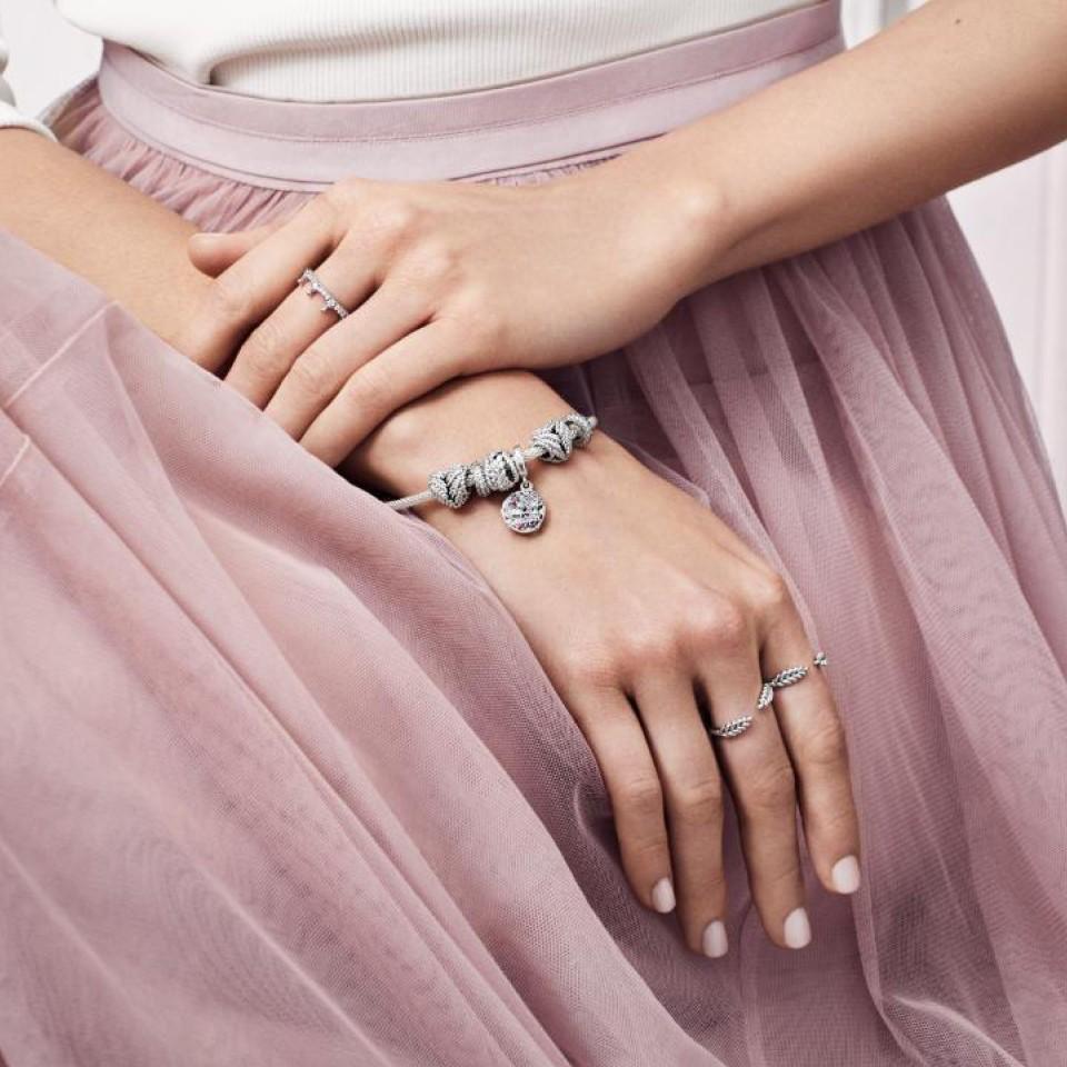 מתנה לאישה לשבועות: שילוב תכשיטים מנצח