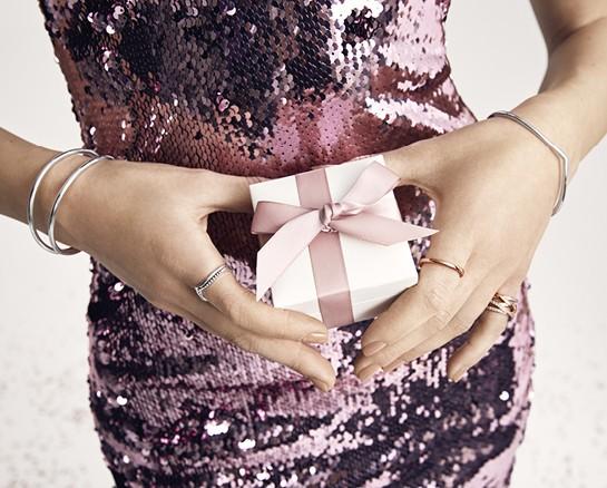 תכשיט מתנה לאביב: את הכי יפה כשנוצץ לך